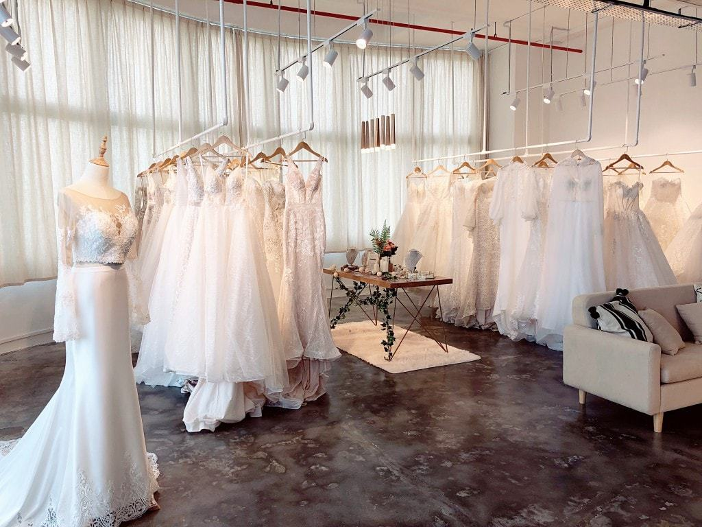 e5a43939c90b ... ones to the most impressive and spectacular models. Surrey is another  part of Great Britain, where you should go for purchasing your wedding dress .